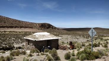 Baños termales tirados al lado del camino